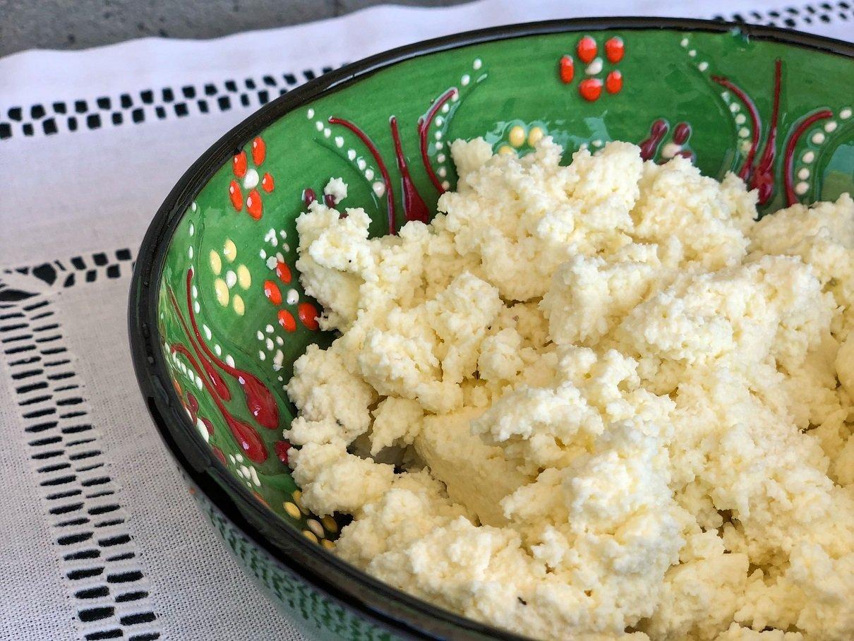 Receita fácil de queijo cottage caseiro